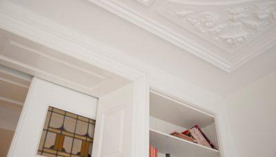 Kamer en suite kast met glas in lood deuren