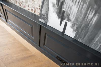 Lambrisering in mat zwart