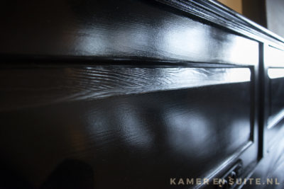 Mat zwarte lambrisering